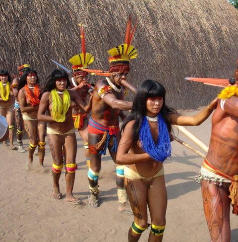 世界の民族衣装のエロ画像集→アフリカ系ポイント高すぎやろwwwwwwwww(27枚)・1枚目