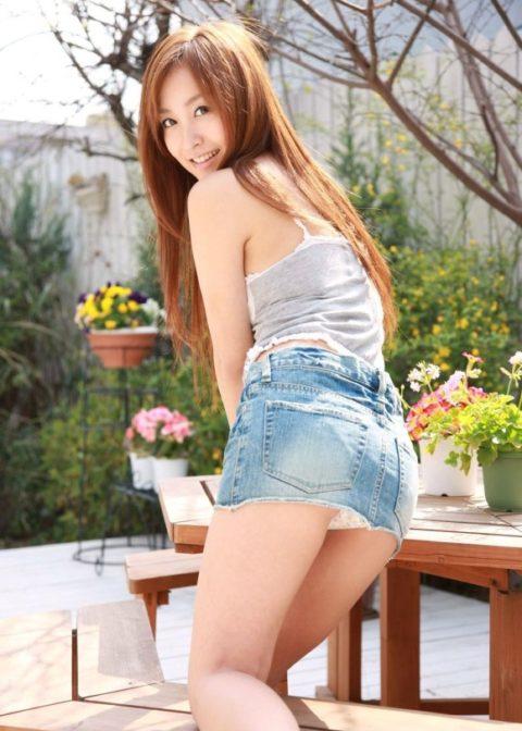 このご時世にこのミニスカ穿いてる女はパンツ見せたがり女説wwwwwwwwww(画像18枚)・6枚目