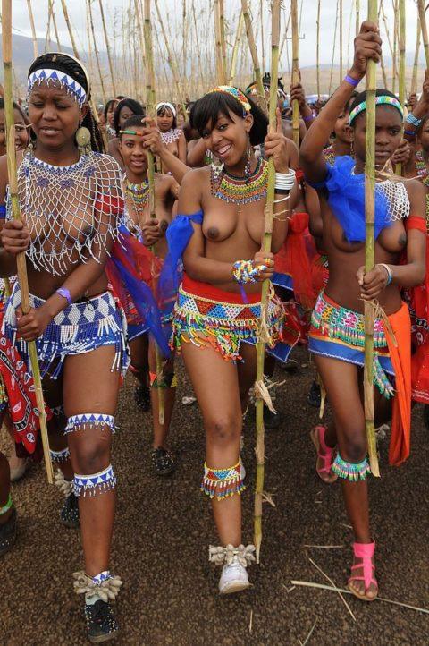 世界の民族衣装のエロ画像集→アフリカ系ポイント高すぎやろwwwwwwwww(27枚)・11枚目