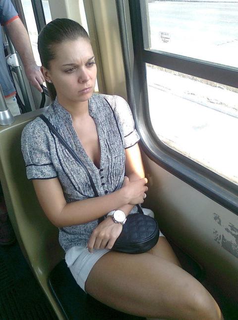 【盗撮】電車やバスで立ってスマホ弄ってる振りして~~~これ撮ってるやつwwwwww(画像28枚)・13枚目