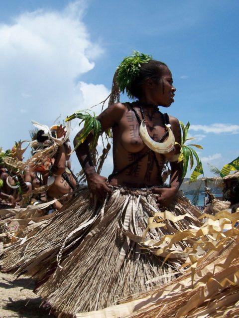 世界の民族衣装のエロ画像集→アフリカ系ポイント高すぎやろwwwwwwwww(27枚)・15枚目