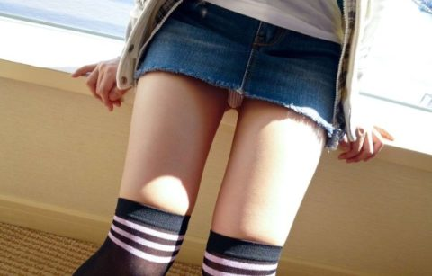 このご時世にこのミニスカ穿いてる女はパンツ見せたがり女説wwwwwwwwww(画像18枚)・11枚目