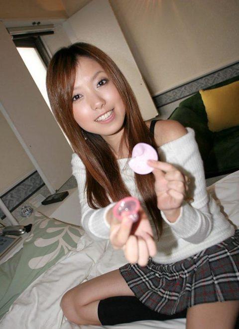 【有能な女】コンドームを付けてくれる女の惚れてまう率は異常wwwwww(画像27枚)・15枚目
