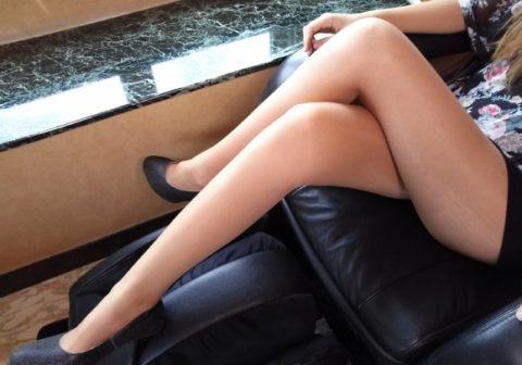 つい隙間を探してしまう美脚美女の足組み画像集(24枚)・1枚目