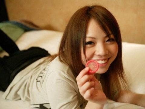 【有能な女】コンドームを付けてくれる女の惚れてまう率は異常wwwwww(画像27枚)・24枚目