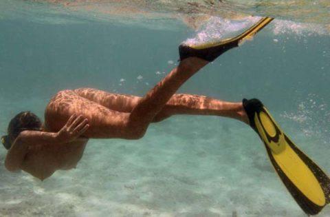 【全裸マリンスポーツ】ヌーディストは当然ビーチで寝転んでいるだけではない(画像30枚)・27枚目
