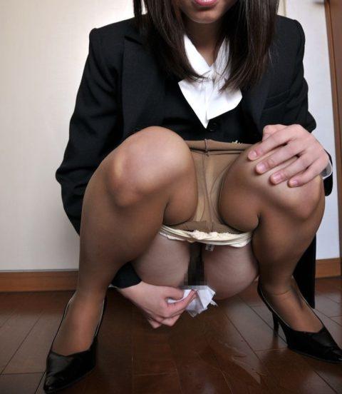 【画像あり】女の子がオシッコ後にアソコを拭いてる姿がたまらないwwwwwwwwww(30枚)・30枚目