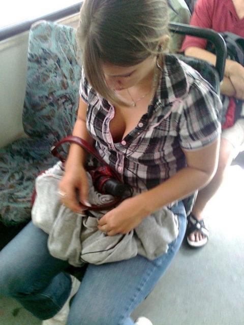 【盗撮】電車やバスで立ってスマホ弄ってる振りして~~~これ撮ってるやつwwwwww(画像28枚)・4枚目