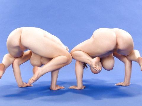 (まんこ全開)裸で面白ポーズをとる外人さんのえろ写真集(30枚)