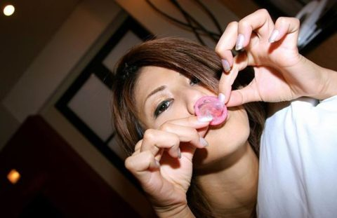 【有能な女】コンドームを付けてくれる女の惚れてまう率は異常wwwwww(画像27枚)・5枚目