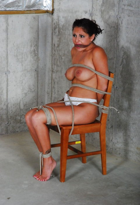 これから犯されまくるであろう緊縛巨乳奴隷たちをご覧ください(画像30枚)・8枚目