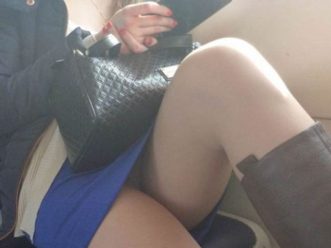 痴漢されても仕方がない!?電車内で挑発的な女たち(画像30枚)・1枚目