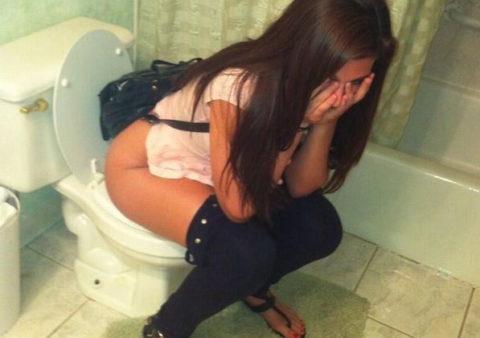 (えろ写真)「○○ちゃんトイレ入ったから急に開けて収録したろwwww」→反応wwwwwwwwwwwwwwwwwwwwwwwwwwwwww