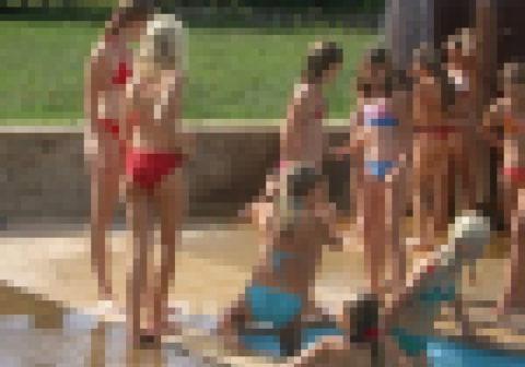 【※マジキチ】ロシアの●学生の水泳授業が撮影される→「天国ワロタ」「発育よすぎやろ」(画像あり)