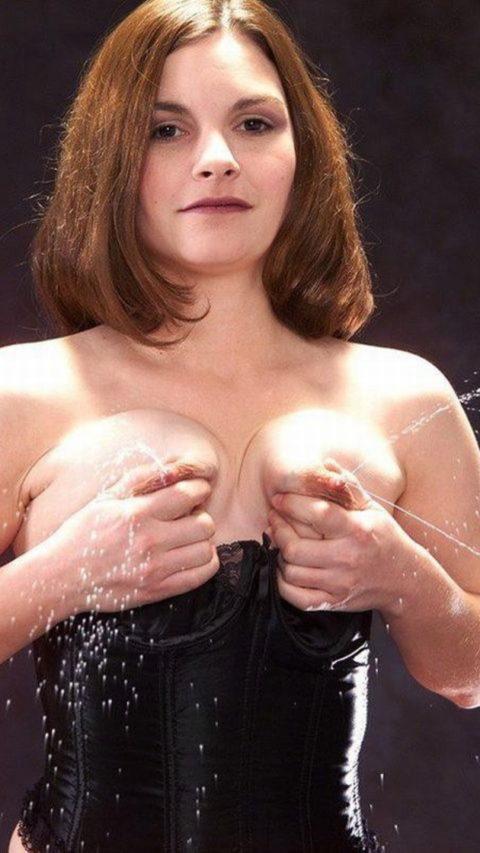 【喰らえ!】母乳スプラッシュとかいうマッマの必殺技wwwwwwwwww(画像30枚)・1枚目