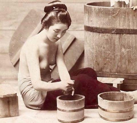 【仰天】明治時代の風俗嬢、すでにパイズリしていた・・・・・・・・(※画像あり)・1枚目