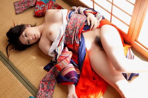 【画像30枚】贅沢すぎる和服着衣セックスのエロ画像集・11枚目