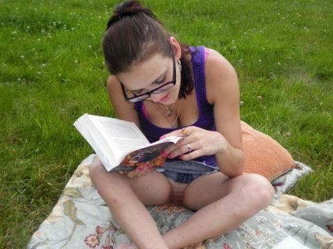 【高確率!?】海外でデニムミニスカ穿いてる女のノーパン率wwwwwwwwww(画像28枚)・16枚目