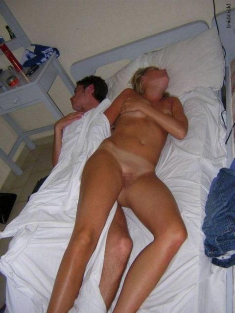 【リベンジ御免】セクロス後に全裸で寝てしまう無防備すぎる女たち・・・(画像28枚)・16枚目