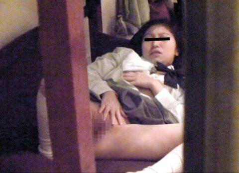 【盗撮】ベランダから見えた隣の女子高生のオナニーが過激すぎる・・・(画像30枚)・19枚目