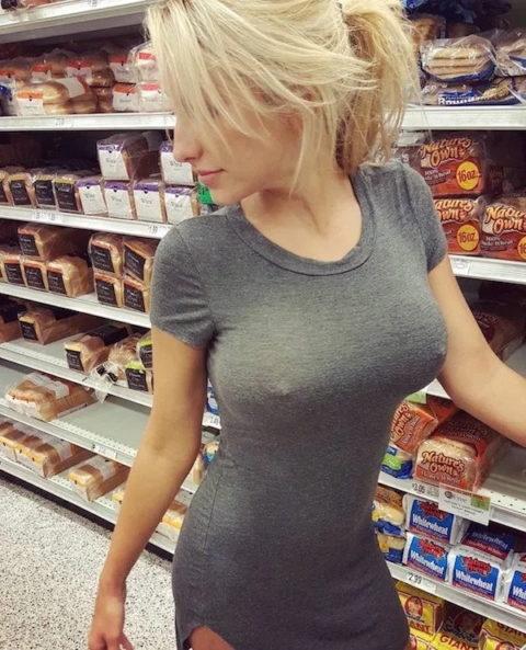 絶対に吸いつきたくなるノーブラ女子の透け乳首wwwwwwwwwww(画像30枚)・24枚目