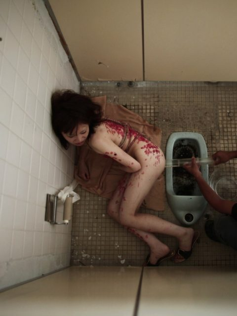【画像あり】一度は味わってみたい女のケツに浣腸器挿す快感wwwwwwwww・26枚目