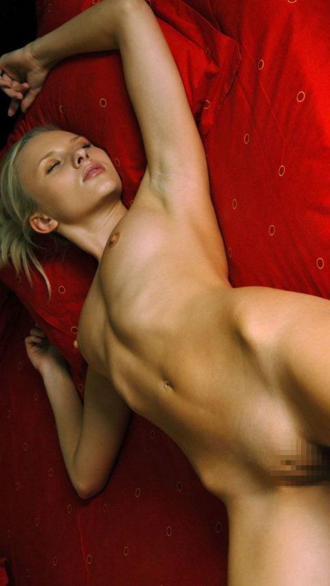 【リベンジ御免】セクロス後に全裸で寝てしまう無防備すぎる女たち・・・(画像28枚)・24枚目