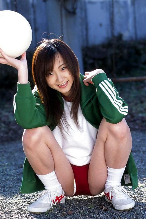 【ブルマ】おい、昔の女子ってこんな格好で体育してたんだぜ???(画像あり)・29枚目