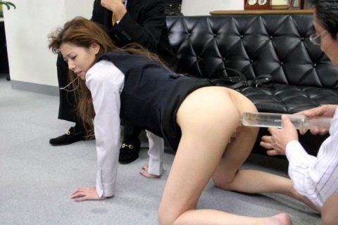 【画像あり】一度は味わってみたい女のケツに浣腸器挿す快感wwwwwwwww・3枚目