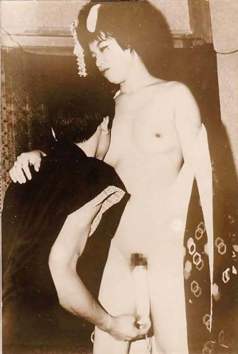 【仰天】明治時代の風俗嬢、すでにパイズリしていた・・・・・・・・(※画像あり)・3枚目