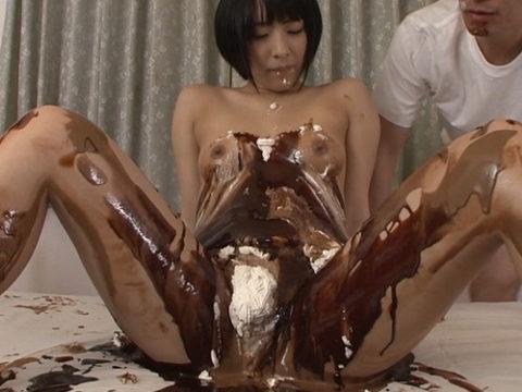 バレンタインに「チョコレートはワ・タ・シ」とかいうビッチの画像ください(30枚)