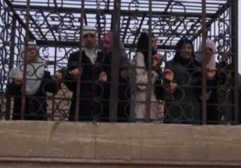 (※閲覧注意)ISISの奴隷売買の最新の様子。 皆すでに目が死んでる・・・(写真あり)