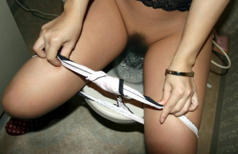 ラブホでセフレがトイレ中に扉を開けた結果wwwwwwwwww(※画像あり)・2枚目