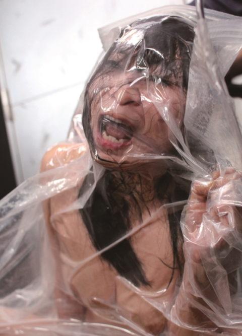 【真似禁止】全裸の女を布団圧縮袋に入れて圧縮したらこうなる・・・(画像30枚)・1枚目