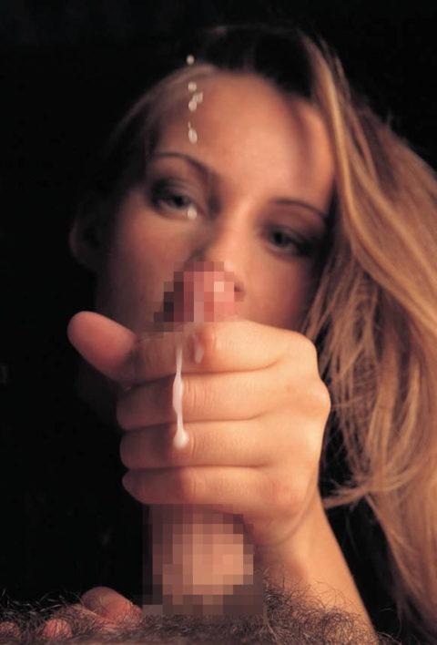 【巨根限定】外人さんの痛そうな手コキ画像集(30枚)・11枚目