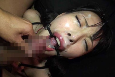 強制的に口を開かされた女を見るとザーメン注ぎ込みたくなる説(画像30枚)・16枚目