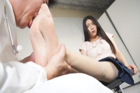 【足舐めプレイ】彼氏がセクロス中に脚の指を舐めてきて困ってます。。。。(画像あり)・16枚目