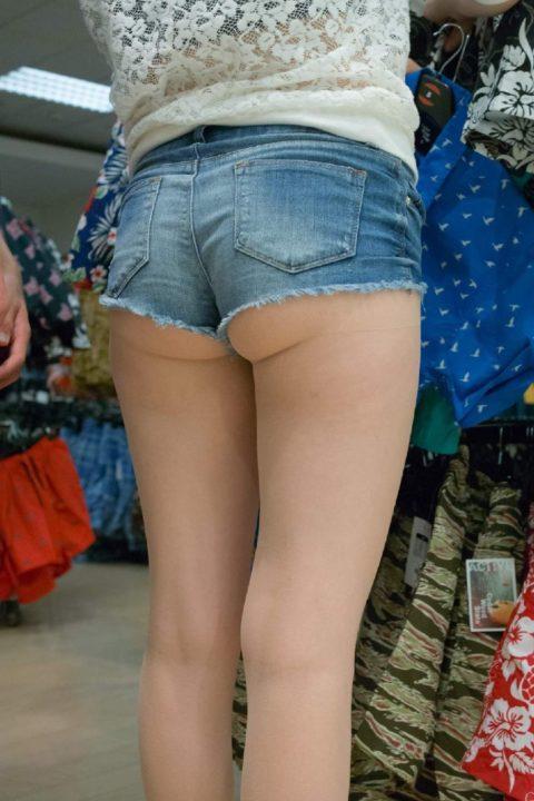 海外女子のショートパンツの穿きこなし方がエロ過ぎるんだがwwwwwww(画像28枚)・17枚目