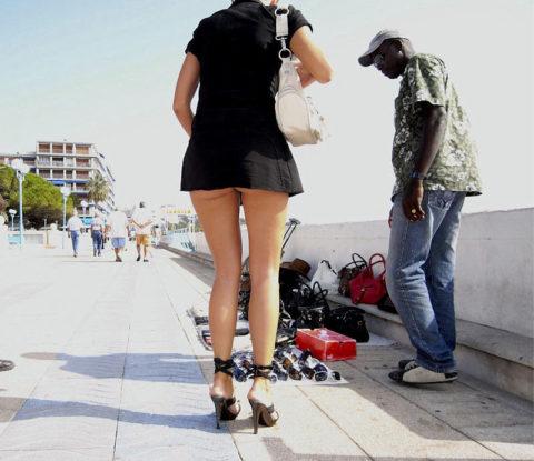 【※具あり】海外のケツの下半分出ちゃってる女ってなんなの???(画像25枚)・2枚目