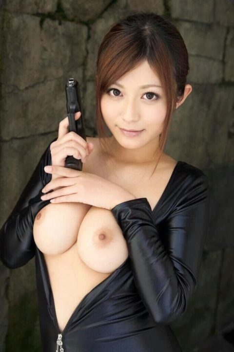 【犯したい】ジャンプスーツを着こなすエロカッコイイ女さんの画像集(30枚)・23枚目