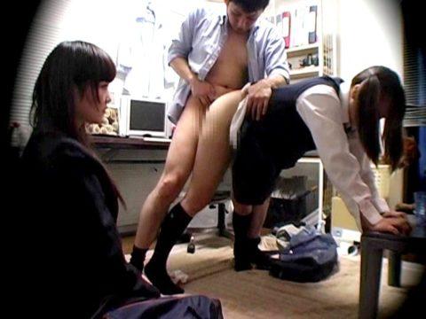 人に見られながらセックスを楽しんでる男女のエロ画像集(27枚)・23枚目