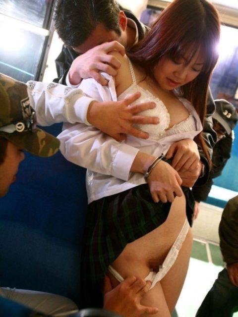 【痴漢画像】通勤電車でJK見てムラムラしてるやつはこれ見て我慢しとけwwwwww(30枚)・26枚目
