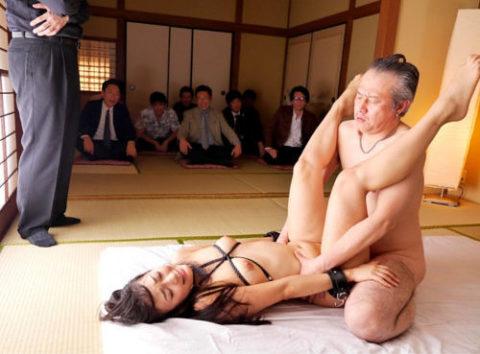 人に見られながらセックスを楽しんでる男女のエロ画像集(27枚)・26枚目