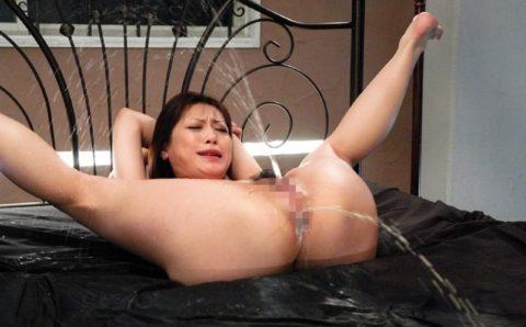 最も芸術的に浣腸液を噴射してるマゾ女を探せ!!!!!(画像30枚)・29枚目