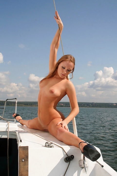 全裸で180度開脚してる女性のマンコがどうなってるのか気になって眠れない(画像30枚)・3枚目
