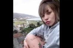 【閲覧注意】こ の 可 愛 い 女 の 子 が 生 き た ま ま 焼 か れ る 映 像。(動画)