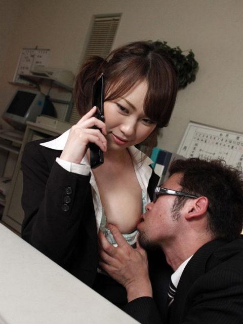 【嫉妬】彼女が楽しそうに長電話してるからチンコ挿れたったwwwって画像集(30枚)・6枚目