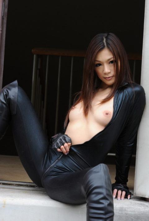 【犯したい】ジャンプスーツを着こなすエロカッコイイ女さんの画像集(30枚)・6枚目