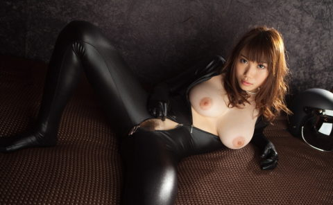 【犯したい】ジャンプスーツを着こなすエロカッコイイ女さんの画像集(30枚)・7枚目