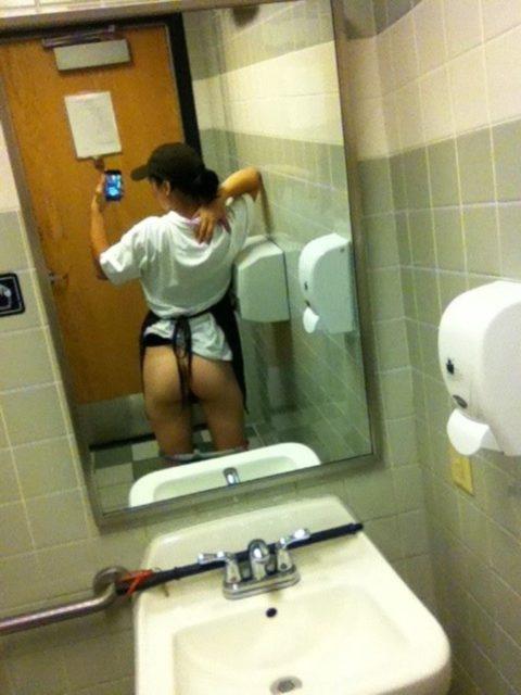 トイレ→密室→鏡ある→女たちの行動がこちらwwwwwwwwwwwwww(画像あり)・7枚目